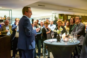 Voorzitter Frans van Beek neemt het woord tijdens de Nieuwjaarsreceptie
